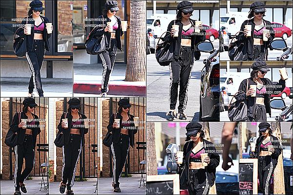* 17/07/17 : Vanessa a été vue quand elle se rendait à la salle de sport « Wundabar Pilates » - dans Studio City. Plus tard, Vanessa H. a été vue quittant le Alfred Coffee & Kitchen toujours dans Studio City. J'aime bien la tenue que Vanessa porte. C'est un Top  *