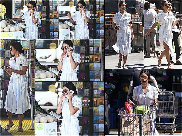 * 15/07/16 : Vanessa a été aperçue faisant ses courses à l'épicerie « Whole Foods » - qui se trouve à Studio City. Vanessa H. était toute belle et assez souriante. J'aime beaucoup la tenue qu'elle porte, ainsi que ses lunettes de soleil. C'est donc un Top pour moi !  *
