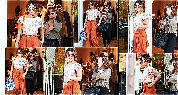 * 23/09/16 : Vanessa a été aperçue, quittant le salon de manucure« AQ Nail Spa » avec sa soeur - à Studio City. Plus tard, Vanessa a été vue avec sa soeur quittant le magasin Free People toujours dans Studio City. La tenue de Vanessa est très jolie. Un Top !  *