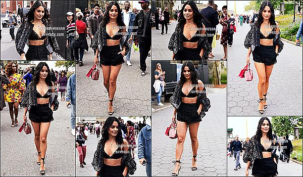 * '•-09/09/19-' : Vanessa a assisté à la « Fashion Week » de la collection de Carolina Herrera - qui se déroulait à New York. Plus tôt, Vanessa a été aperçue quand elle arrivait au défilé. Vanessa est toute ravissante. J'aime beaucoup la tenue qu'elle porte. Un Top. *
