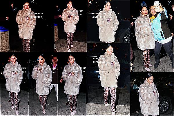 * 11/12/18 :    Vanessa H. était présente sur le plateau de l'émission « Last Night With Seth Meyers » - dans New York. Plus tard, Vanessa a été vue arrivant au cinéma AMC dans le quartier de Bronx. Vanessa est ravissante. J'aime bien  la tenue qu'elle porte. Top pour moi.  *