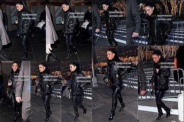* 10/12/18 :    Vanessa a été vue se rendant puis quittant les studios « NBS » - qui se trouve dans les rues de New York. Vanessa est très jolie. A la sortie des studios, elle a pris le temps de poser avec ses fans. Ses tenues sont superbes, surtout la deuxième. Tops pour moi.  *