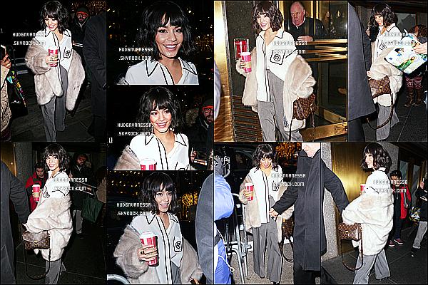 * 11/12/18 :    Vanessa a été vue quand elle se rendait puis quittait les studios « NBC » - qui se trouvent dans New York. Vanessa est toute belle. J'aime bien ses deux tenues, surtout la première. Sa veste est sympa aussi. J'aime bien également son sac. Des Tops pour moi.  *