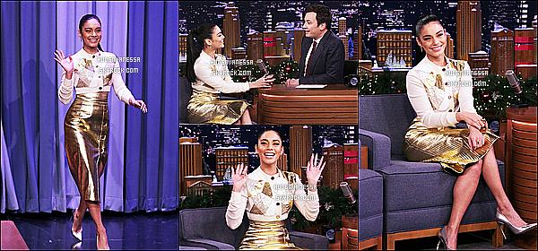 * 10/12/18 :    Vanessa était invitée sur le plateau de l'émission de Jimmy Fallon « The Tonight Show » dans New York. Vanessa est vraiment ravissante. J'adore la tenue qu'elle porte, elle lui va à merveille. Sa mise en beauté est très jolie aussi. C'est un beau Top pour moi.  *
