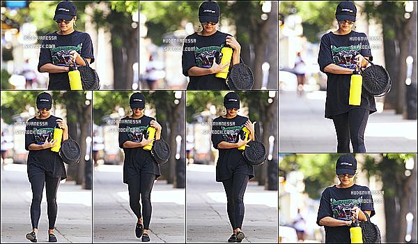 * 22/08/18 :    Vanessa H. a été vue se rendant puis quittant la salle de sport « WundaBar Pilates » - dans Studio City.  Vanessa était vraiment belle. J'aime trop la tenue de sport qu'elle porte. La casquette lui va bien aussi, ainsi que ses lunettes de soleil - Un Top pour moi !  *