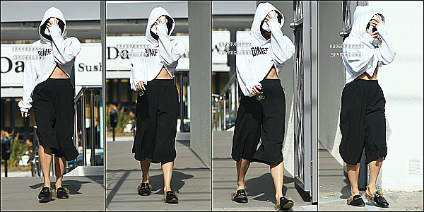* 10/12/16 : Vanessa a été repérée alors qu'elle quittait le salle de sport « Wundabar Pilates » dans Studio City. Et une fois de plus Vanessa se cache des paparazzis.On peut une fois de plus pas voir son visage. Je ne suis pas vraiment fan de sa tenue. Un Bof.  *