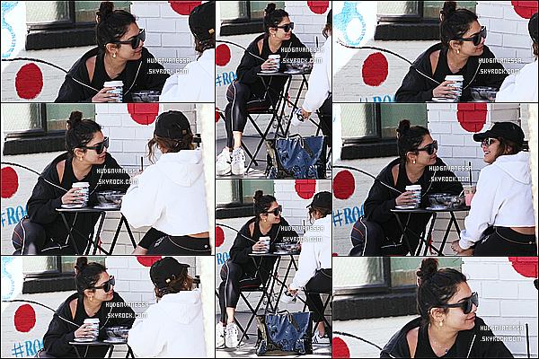 * 12/02/17 : Vanessa H. s'est rendue avec sa soeur Stella au « Alfred Coffee & Kitchen » situé dans Studio City. Les deux soeurs ont ensuite été vue quittant le Alfred Coffee & Kitchen. Vanessa était belle. Elle porte une tenue de sport basique mais j'aime bien.  *