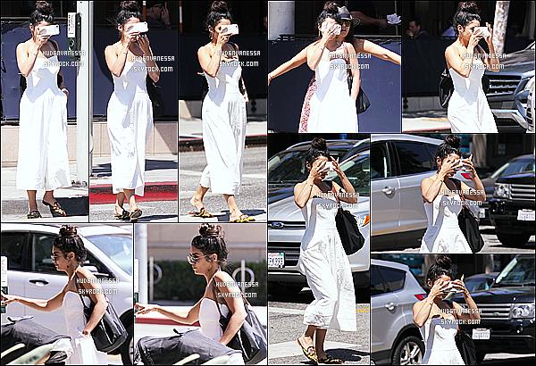 * 04/05/17 : Vanessa H. a été aperçue se rendant puis quittant un restaurant qui se situe dans West Hollywood. Vanessa était accompagnée de son amie Natalie Saidi. C'est dommage qu'elle se cache sur les dernières photos. Elle porte la même tenue qu'avant.  *