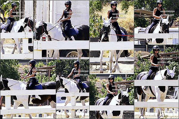 * 02/05/17 : Vanessa H. a été aperçue alors qu'elle quittait son cours de pilates - qui se trouve dans Studio City. Plus tard, Vanessa a été vue faisant de l'équitation au Pacific Coast Horse à Burbank. Vanessa est toute belle. J'aime bien sa tenue. Top pour moi !  *