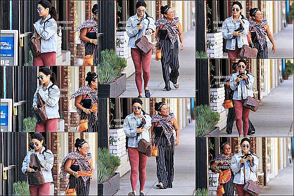 * 11/09/18 :    Vanessa H. s'est rendue à la salle de sport « Wundabar Pilates » - avec sa mère Gina - dans Studio City.  Vanessa est toute belle. C fait plaisir de la voir avec sa mère. Je suis fan de la tenue qu'elle porte. Ses lunettes de soleil et son sac sont jolies. Donc Top.  *