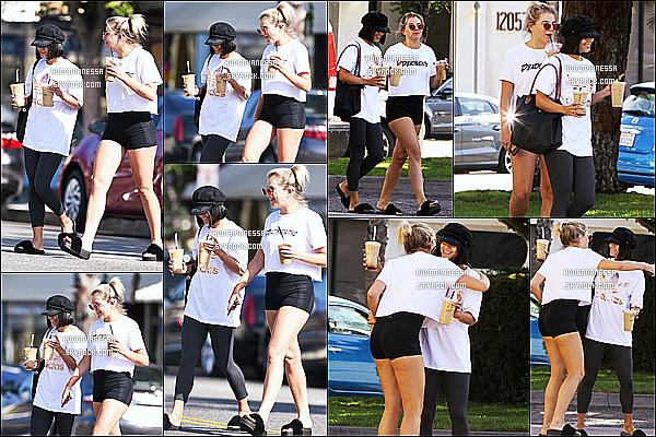 * 27/07/17 : Vanessa a été vue se rendant puis quittant le « Alfred Coffee & Kitchen » qui se situe à Studio City. Vanessa est accompagnée de son amie Georgia Magree. Sa tenue est sympa mais une fois de plus je n'aime pas ses chaussures, Top quand même  *