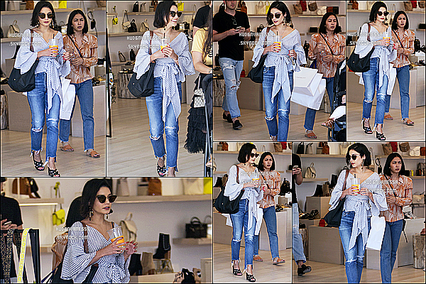 * 12/06/17 : Vanessa a été photographiée alors qu'elle était dans le magasin « Rebecca Mikoff » à Melrose Place. Plus tard, elle a été vue quittant ce même magasin dans Melrose Place. Elle porte toujours la même tenue vu que c'est le même jour. Donc un Top.  *