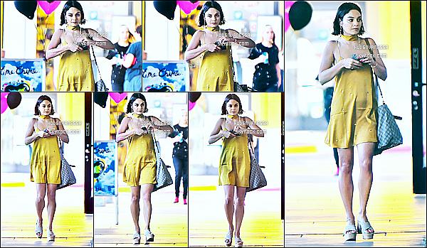 * 06/07/17 : Vanessa a été repérée alors qu'elle quittait le magasin « Planet Beauty » - se trouvant à Studio City. Plus tard, Vanessa a été vue se rendant au magasin Nail Garden toujours dans Studio City. Vanessa est belle. Sa robe jaune est jolie et lui va bien.  *