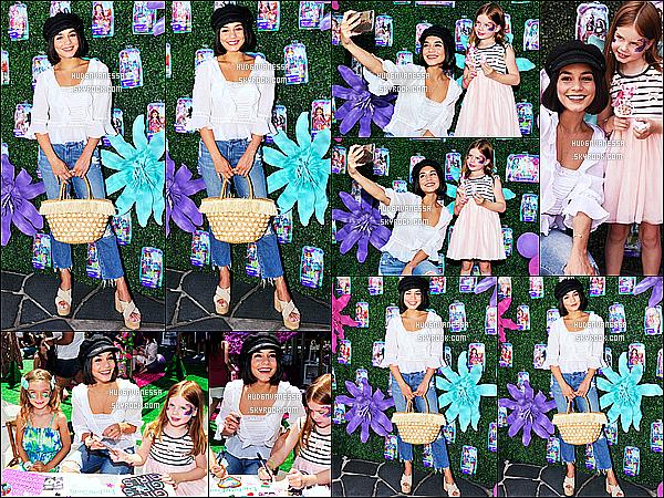 * 18/07/17 : Vanessa H. était au lancement des jouets « Enchantimals » au centre commercial de Santa Monica. Vanessa est vraiment magnifique. Elle est adorable avec les enfants. J'aime beaucoup sa tenue ainsi que sa casquette. C'est donc un Top pour moi.  *
