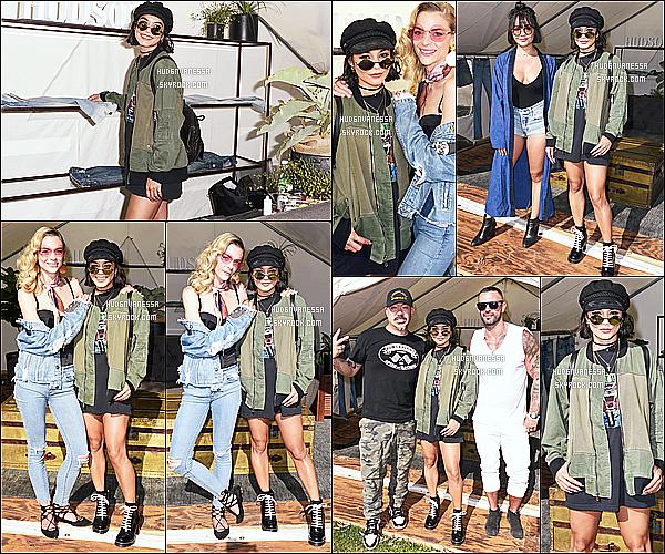 * 23/07/17 : Vanessa était présente au « Hudson Jeans lounge » lors du FYF Fest  Style Lounge, à Los Angeles. Vanessa a posé aux côtés de sa soeur Stella et de Jaime King. Vanessa est ravissante. Sa tenue est sympa je trouve. C'est donc un Top pour moi.  *