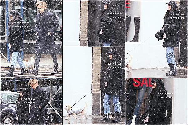 * 09/12/17 :    Vanessa H. a été repérée alors qu'elle se promenait avec son copain Austin dans les rues de Manhattan. On peut voir qu'il neige beaucoup à New York, au point qu'on ne voit plus trop Vanessa et Austin. La tenue de Vanessa à l'air sympa. Je lui donne un Top.  *