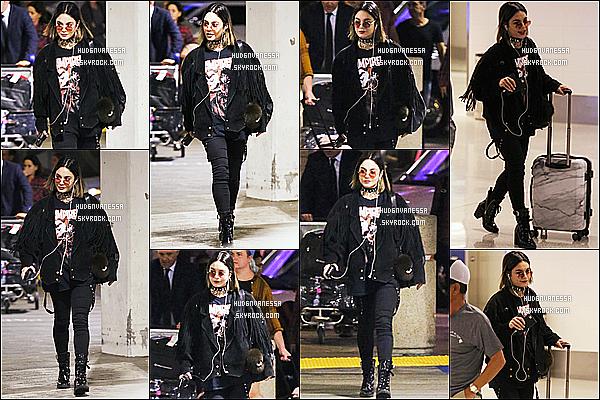* 27/10/17 :    Vanessa a été repérée alors qu'elle arrivait à l'aéroport nommé « LAX » - qui se trouve dans Los Angeles. Vanessa est belle. Elle fait une pause dans le tournage de son film et retourne à Los Angeles pour fêter Halloween comme chaque année. Top pour moi !  *