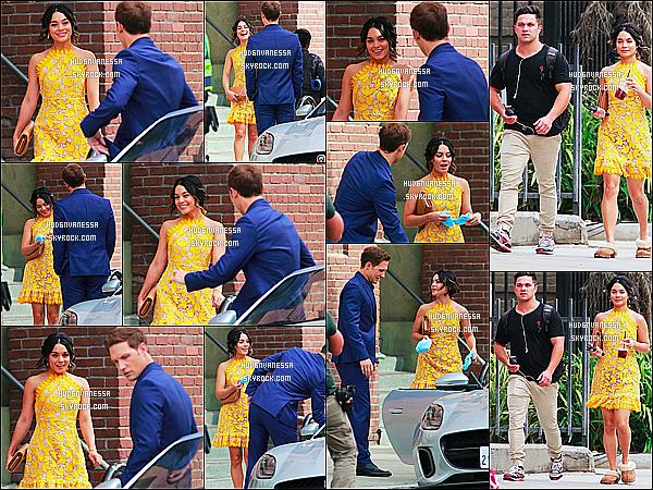 * 03/11/17 :    Vanessa H. a été aperçue qu'elle était sur le tournage du film « Dog Days » dans les rues de Los Angeles. Vanessa est de nouveau en tournage mais cette fois-ci pour un autre film qui sortira en 2018. Vanessa est ravissante. Sa  robe jaune est très jolie. Un Top.  *