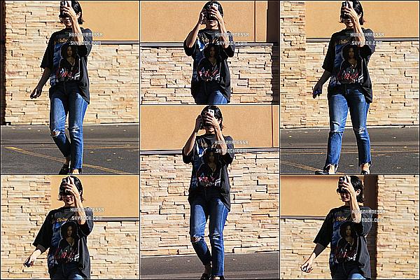 * 05/01/17 :    Vanessa a été repérée quand elle quittait la pharmacie « CVS » - qui se situe dans les rues de Studio City. Ca faisait un moment qu'on avait pas eu des news de Vanessa, ça fait plaisir d'en avoir même si elle se cache. J'aime moyennement sa tenue. Donc Bof.  *
