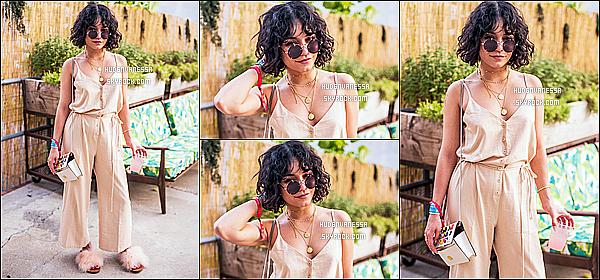 * 30/06/17 :    Vanessa Hudgens a assisté lors du festival de musique nommé « Full Moon », qui avait lieu à New York. Ca fait plaisir d'avoir enfin des nouvelles de Vanessa. Elle est toute jolie. J'aime beaucoup la tenue qu'elle porte ainsi que sa mise en beauté - Donc Top !  *