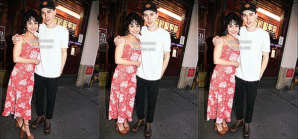 * 01/07/17 :    Vanessa H. est allée voir la pièce de théâtre « The Iceman Cometh » avec son copain Austin à New York. Pas beaucoup de photos sont disponibles. Ca fait plaisir de la voir avec Austin, ils sont mignons. Vanessa est ravissante. Sa robe est jolie. Top pour moi !  *