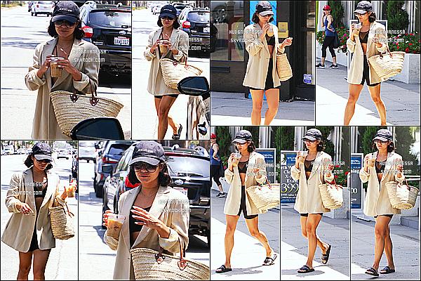 * 26/07/18 :    Vanessa a été vue arrivant puis quittant la salle de sport « Wundabar Pilates », située dans Studio City. Vanessa est vraiment toute belle. J'aime beaucoup la tenue qu'elle porte. La casquette lui va bien et est assorti avec la tenue, c'est donc un Top pour moi  *