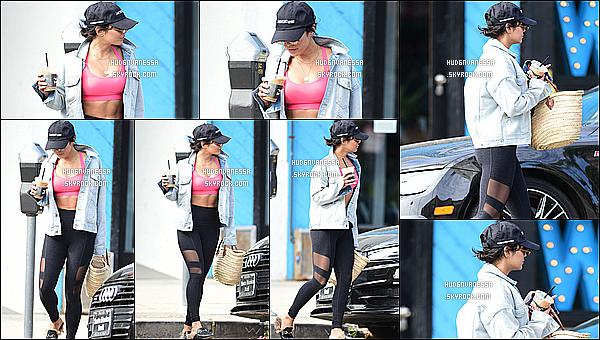 * 30/07/18 :    Vanessa a été vue arrivant puis quittant la salle de sport « Wundabar Pilates », située dans Studio City. Vanessa était très jolie. J'aime beaucoup sa tenue de sport, la veste qu'elle porte est très belle. La casquette lui va bien aussi. Je lui donne donc un Top !  *