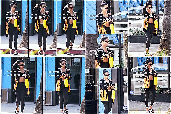 * 04/09/18 :    Vanessa H. a été aperçue alors qu'elle quittait la salle de sport « Wundabar Pilates », dans Studio City.  Vanessa est très belle. J'aime trop la tenue de sport qu'elle porte, sa veste est sympa aussi. J'aime également ses lunettes de soleil. Donc Top pour moi !  *
