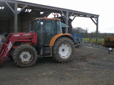 Mon renault ares 550 z fourche mx4080 mon broyeur a lisier blog de fendt du 35120 - Tracteur avec fourche ...