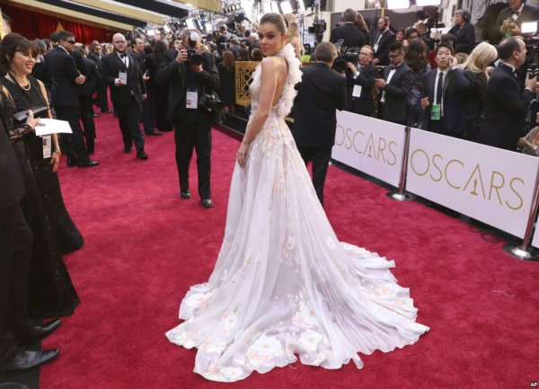 Oscars Top Pick - Red Carpet at the 89th Academy Awards - Best Dressed