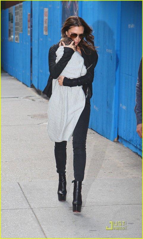 Victoria Beckham & Harper Beckham / New York / 10/09/11