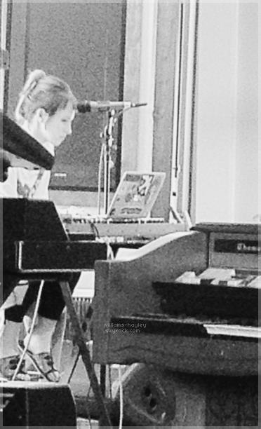 Paramore ont posté une mise à jour sur les progrès accomplis dans l'enregistrement de leur 4ème album.