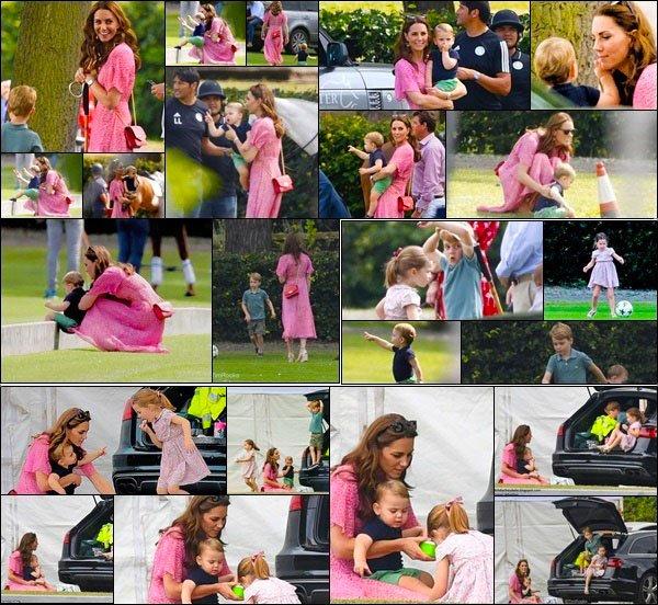 10.07.19: Leurs Altesses et leurs enfants était au The King Power Royal Charity Polo Day au Billingbear Polo Club à Wokingham, UK !  Toute la famille Cambridge en complet était présent. J'aime beaucoup la tenue que la douce Duchesse portait ! Top pour sa belle tenue !
