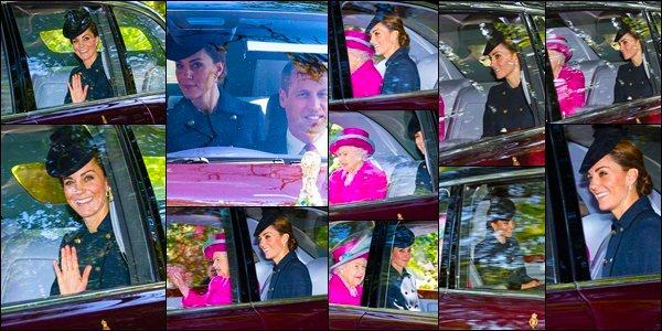 25.08.19[/c ]:Leurs Altesses Royal le Duc et la Duchesse ont accompagnés sa Majesté pour le service de Crathie Kirk à Crathie, Écosse !  Après des vacances en famille dans les Iles Moustique, Catherine et William ont rejoint sa Majesté la Reine à Balmoral, top pour sa tenue !