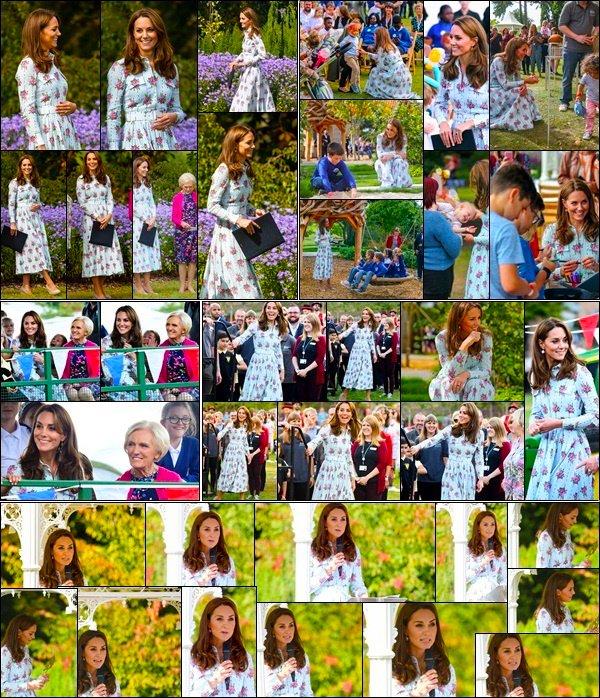 10.09.19 :La duchesse  de Cambridge a rendu une visite surprise pour l'inauguration 'Back To Nature' au Garden The RHS à Wisley!  Durant sa visite, la Duchesse Kate a eu l'occasion de donner un discours . Pour la part je lui donne un top pour cette sortie ensoleiller. !