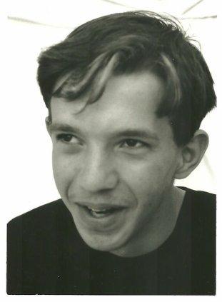 SEPTEMBRE 1997 : Mïcky intègre une troupe de comédie musicale locale