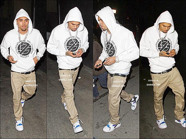 .  08 Mars : Chris quittant le Nightclub à Hollywood avec (sa petite amie) Karrueche Tran ou il a fêté l'anniversaire de Bow Wow.   .