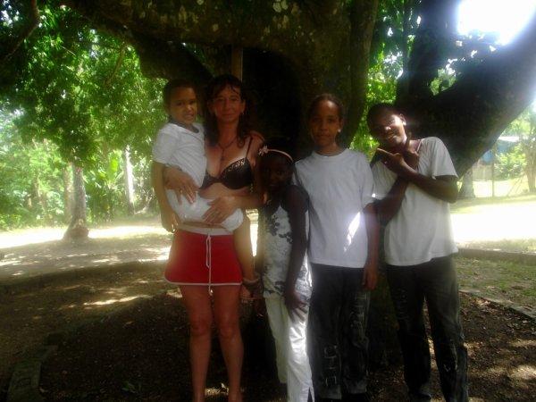 moi avec des enfants dominicains