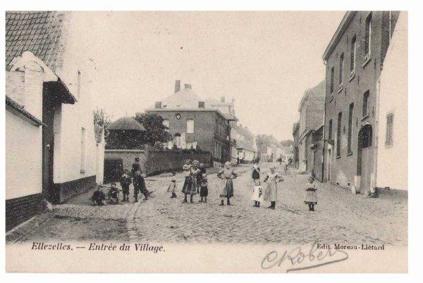 ELLEZELLES - Entrée du village