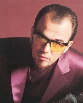 Les lunettes de Pascal Obispo sont de retour, et ça va faire mal ... 42a874f629be