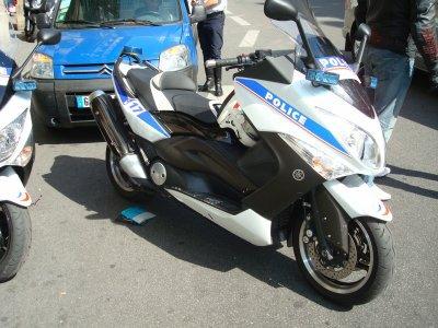 Scooter Yamaha Tmax de la Police Nationale