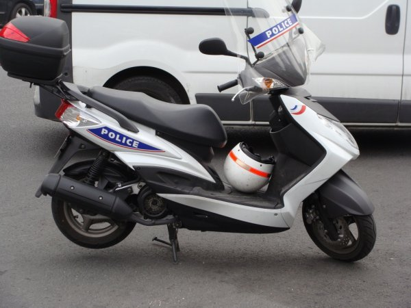 Scooter 50m3 de la Police Nationale