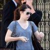 *  29/08/10 : Emma a été appercu quittant son appartement à  Los Angeles.  30/08/10 : Emma s'est rendu dans un studio dans le nord d'Hollywood. Quelles belles lunettes, Emma.. hein?  *