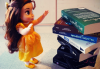#5 Belle découvre les livres de la maison.