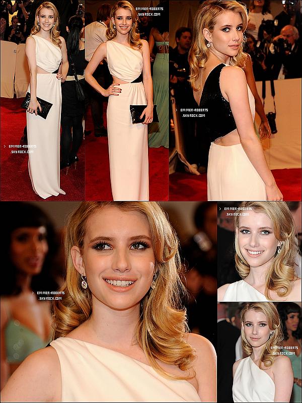 """02/05/11 :Emma a été présente au grand Gala """" Savage Beauty """" d'Alexander McQueen, à New York. +  Découvre quelques photos d'Emmer à l'afterparty du Gala (en compagnie de Dianna A.)   TOP?"""