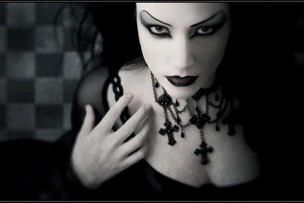 Les gens qui insultent les gothiques . JE NE SUPPORTE PAS CA !!