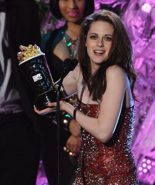 05.06.11 MTV Movies Awards. Une fois de plus une Kristen juste MAGNIFIQUE égale à elle même .. très ROCK !