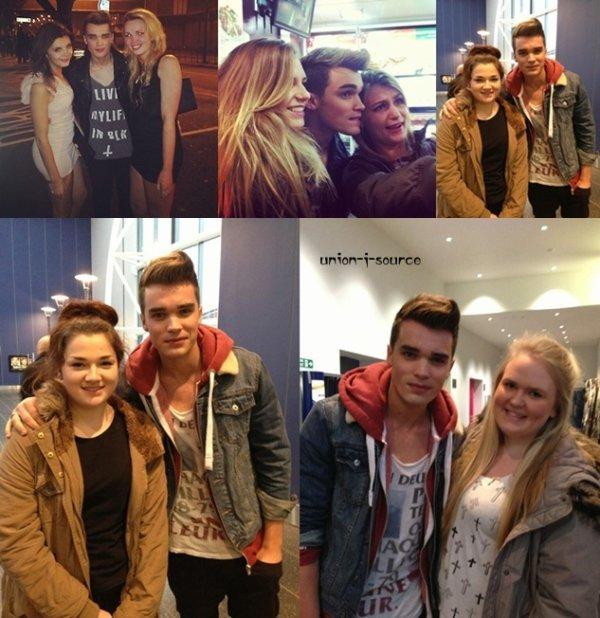 Josh avec des  fans au  cinema yesterday