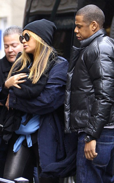 Bee  and jay-z take baby blue ivy on her first outting