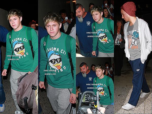 07/11/12 - Les garçons ont été photographié en arrivant à l'aéroport LAX il ya quelques heures !